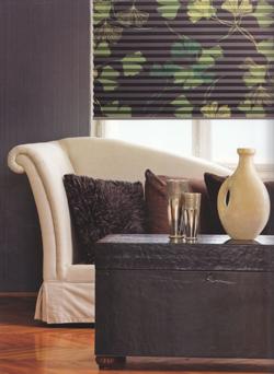 plissee verdunkelung in verschiedenen intensit ten plissee. Black Bedroom Furniture Sets. Home Design Ideas